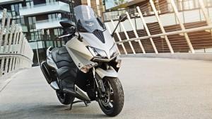 2015-Yamaha-T-MAX-ABS-EU-Moon-Silver-Static-005